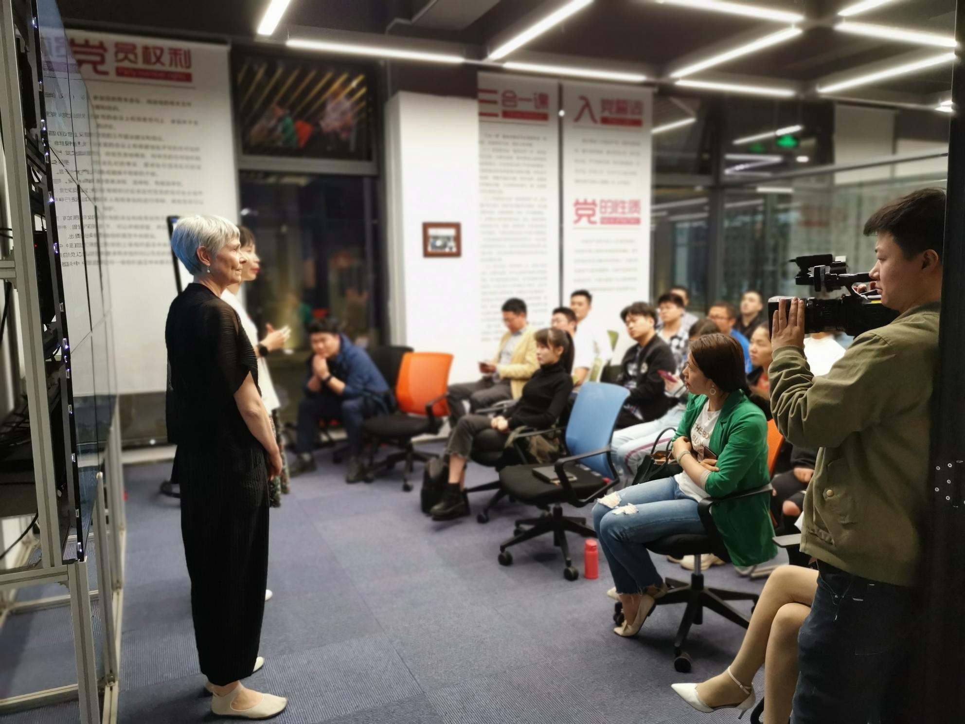 Chinavortrag Henningsmeyer in Dreamtown, Ye Feng führt ein